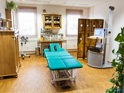 Behandlungszimmer mit 3D-Wirbelsäulenvermessung